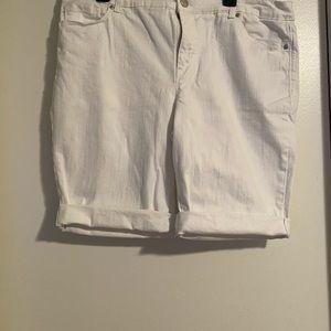 Bandolino white cuffed shorts.